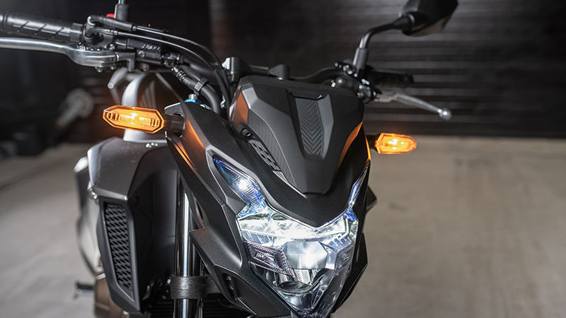 CB500F, zoom no sistema de luzes LED